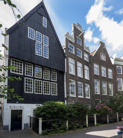 Amsterdam_Begijnhof-houten-huys