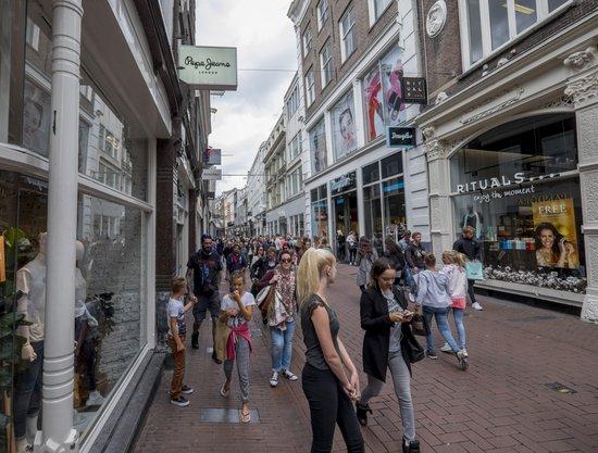 Amsterdam_Kalverstraat-winkelen