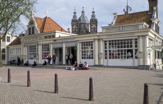 Amsterdam_Loetje-amsterdam-visitor-centrum