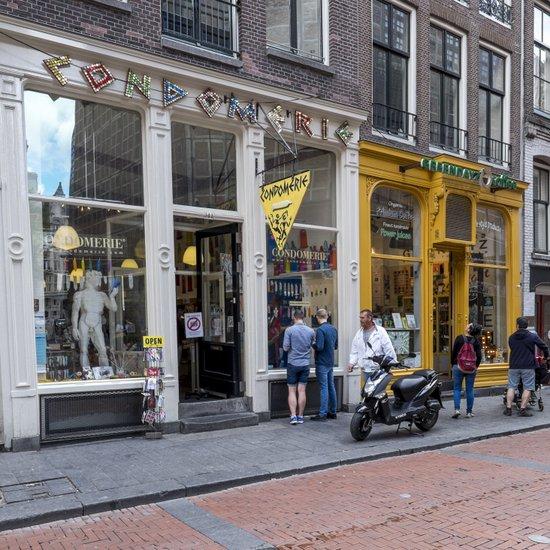 Amsterdam_Warmoesstraat-condomerie