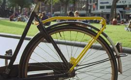 Amsterdam_Yellow-Backie-couchsurfen-fietsen