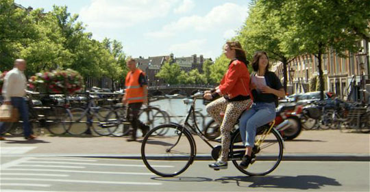 Amsterdam_Yellow-Backie-couch-surfen-fiets