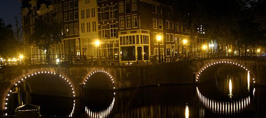 Amsterdam_gracht_bij_avond.jpg