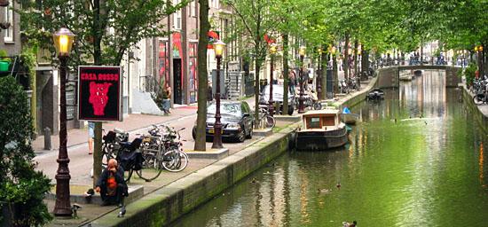 Amsterdam_oudezijds-achterburgwal-amsterdam.jpg